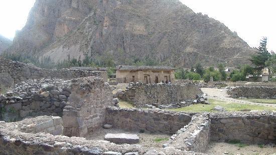 วิหารโอลลันเททัมโบ: Lower Temple Area