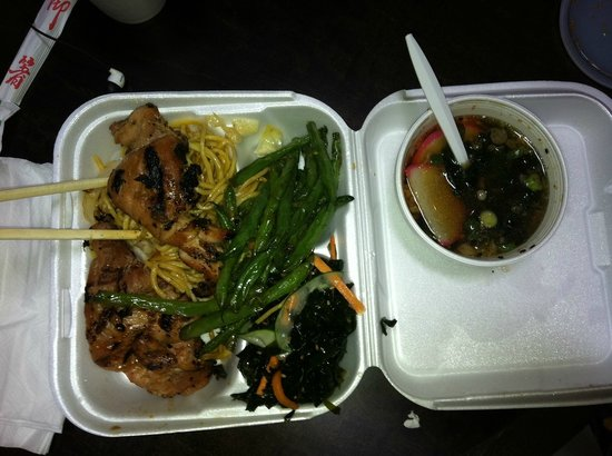 Yami Yami: Hibachi Chicken, Noodles, Seaweed Salad, and Miso Soup