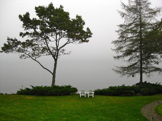 Inn at Sunrise Point: Foggy morning