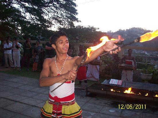 วัดพระเขี้ยวแก้ว: Kandy's cultural dance 2