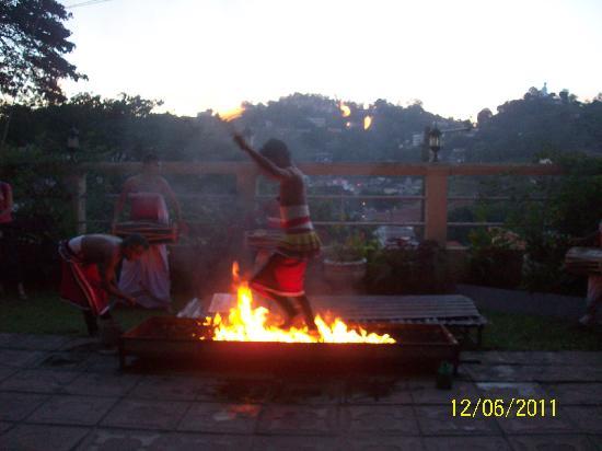 วัดพระเขี้ยวแก้ว: Kandy's cultural dance 4