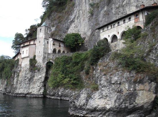 Eremo di S. Caterina del Sasso: A view of the Eremo from the boat on Lago Maggiore