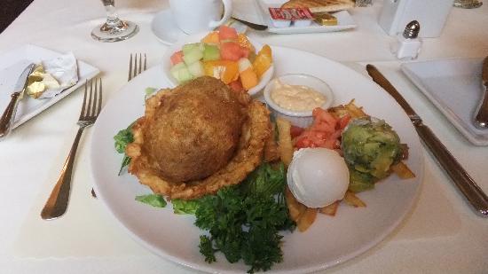 """โรงแรมมาเจสติค: Breakfast """"eggs nest"""" ???"""
