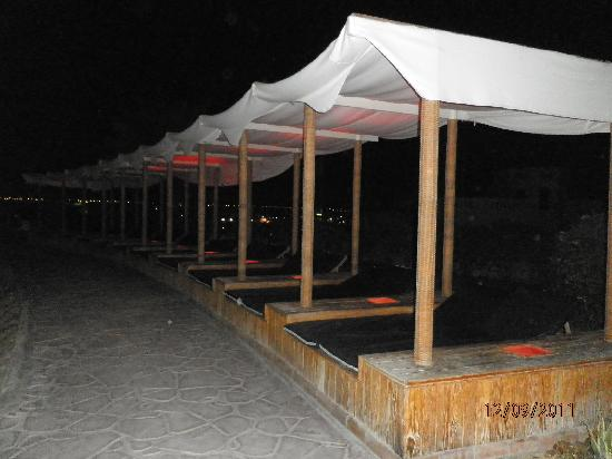 Tropitel Naama Bay: Double Sunbeds with Canopy