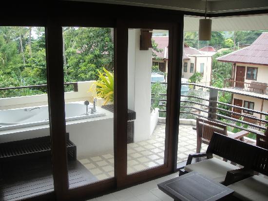 เอเวอร์กรีน รีสอร์ท: Looking at the balcony