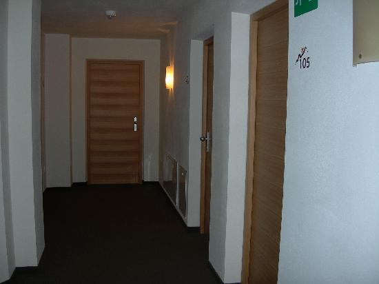 Vitalhotel Rainer: ....le porte delle altre stanze