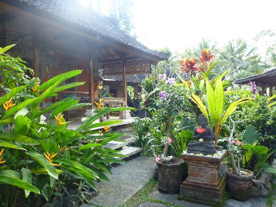 เนรวา โฮมสเตย์: Our bungalow