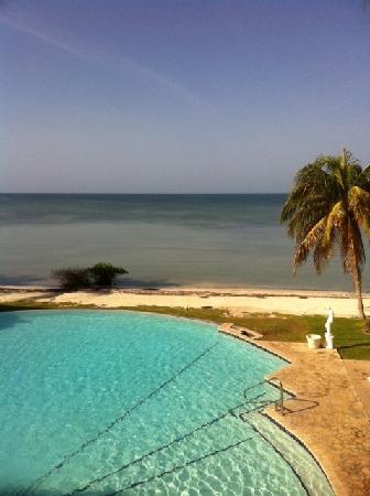 """Grand Bahia Ocean View Hotel: Vista """"infinity pool"""" y costa desde Villa 2"""