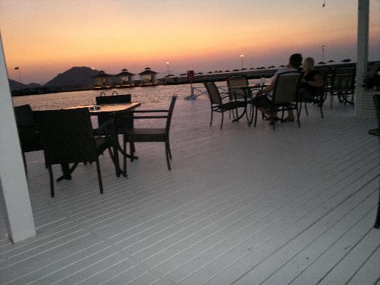 La Blanche Resort & Spa: coucher de soleil sur la terrasse resto italien