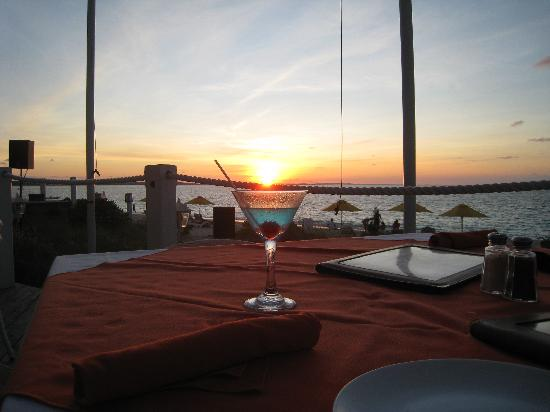 Mango Reef: cocktail with sunset view