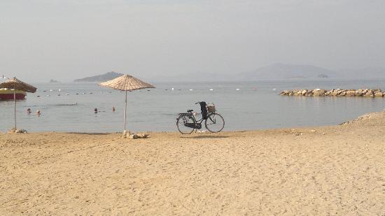 La Blanche Resort & Spa: promenade le long de la plage