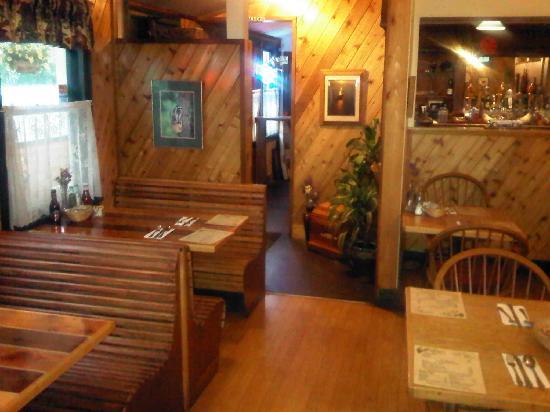 Snug Harbor Cafe: Inside