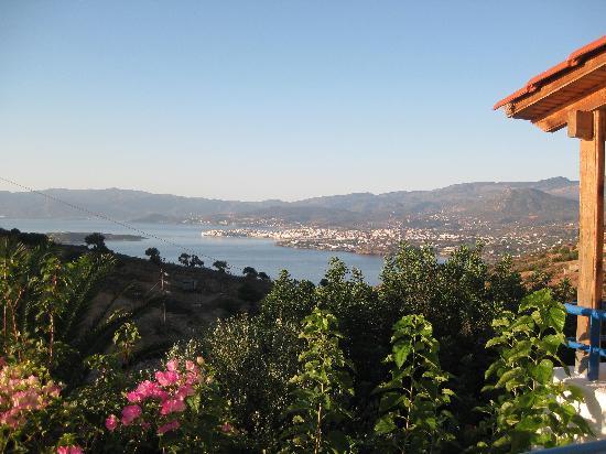 Kalithea Apartments: The view across to Aghios Nikolaos