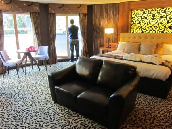 Drayton Manor Hotel: presidential suite