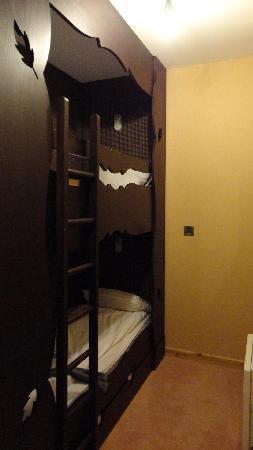 Hotel des Trois Hiboux: Les lit superposés.