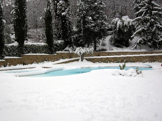 B&B Villa Luna Salo: piscina innevata villa luna