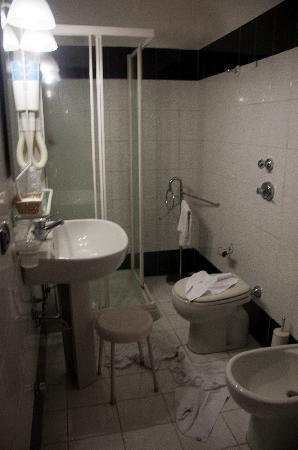 Valganna Hotel: bath