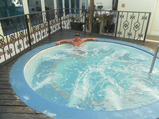 Panama Jack Resorts - Gran Caribe Cancun: the hot tub
