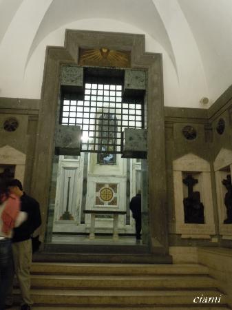 Basilica di Santa Croce in Gerusalemme: サンタ・クローチェ・イン・ジェルサレンメ聖堂