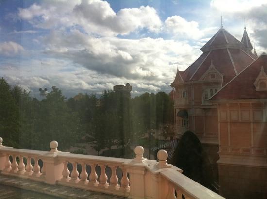 โรงแรมดิสนีย์แลนด์: view of park entrance