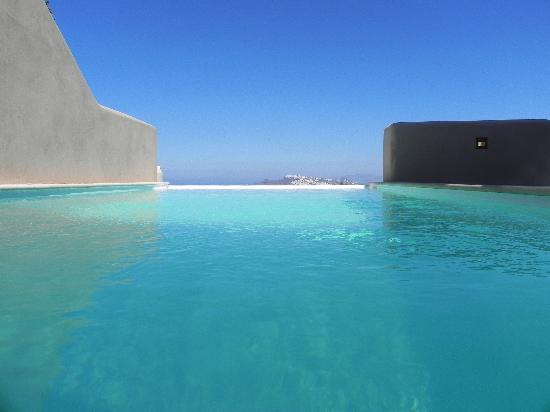 Voreina Gallery Suites: pool