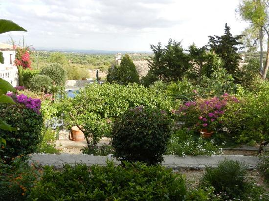 Can Furios Hotel: Garden view from Can Berona