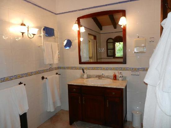Can Furiós Petit Hotel: Can Berona Bathroom 1