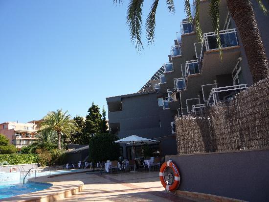 BQ Augusta: à la piscine