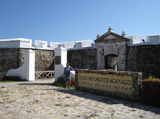 El Fuerte de San Diego: Entrance Fort San Diego
