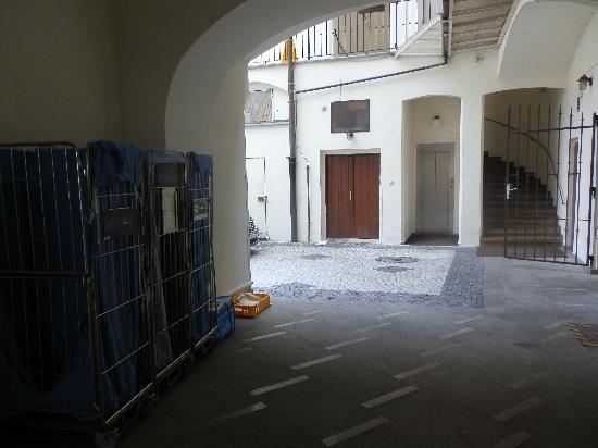 Hotel Metamorphis: portalon de entrada