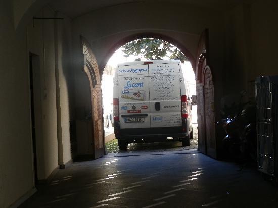 Hotel Metamorphis: si coincides con un camion ¡apartate!