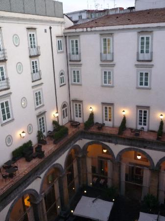 Palazzo Caracciolo Napoli MGallery by Sofitel: Courtyard