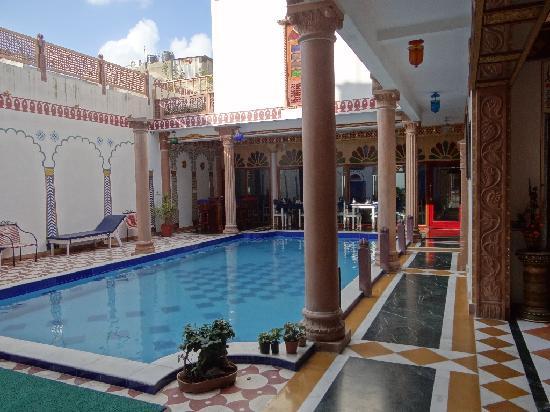 โฮเต็ล ไวมอล เฮอร์ริเทจ: Ein Pool bildet den Innenhof