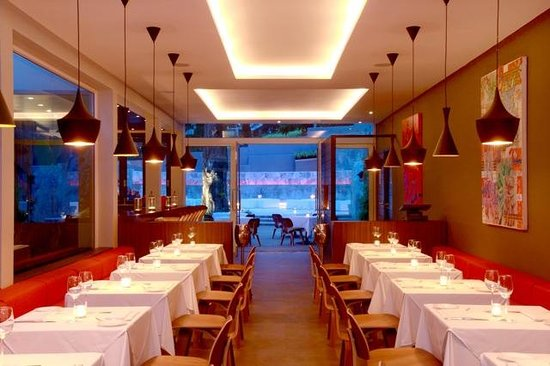 Cudos Restaurant & Bar : Cudos main dining room looking through to outdoor courtyard
