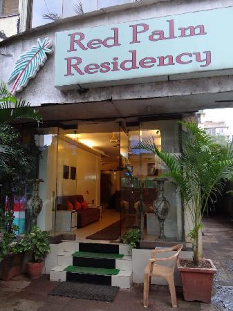 Hotel Red Palm : Leicht zu übersehen der Eingang in die Red Palm Residency