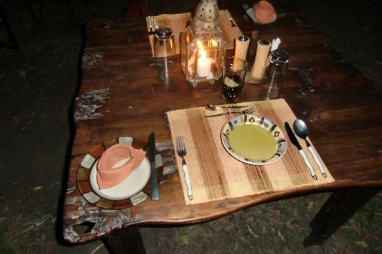 Mara Bush Camp: candle light dinner outside