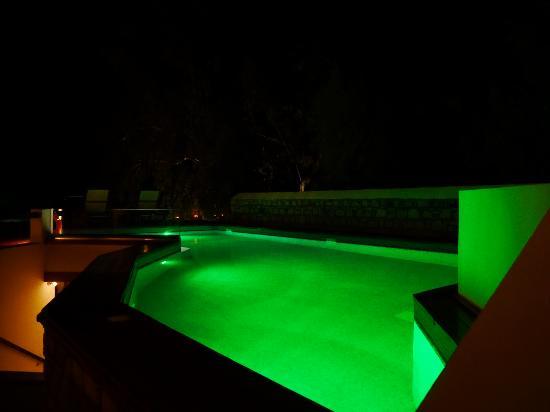Petra Hotel & Suites: Petra Hotel | pool at night