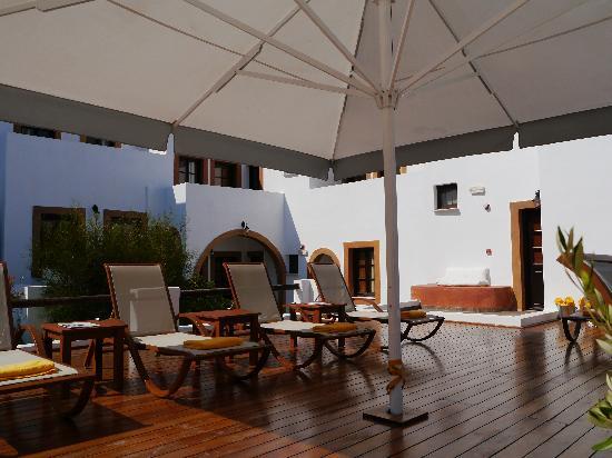 Petra Hotel & Suites: Petra Hotel | pool deck