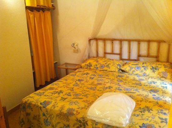 Residence Baia Salinedda: camera matrimoniale