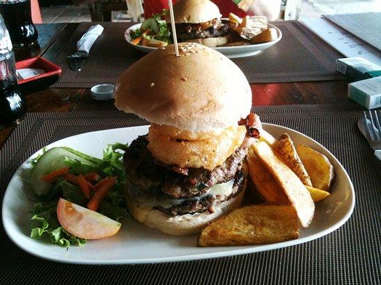 Cowboy Cocina Boracay : Mozzarella Burger