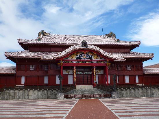 Shurijo Castle: 首里城 本殿前にて