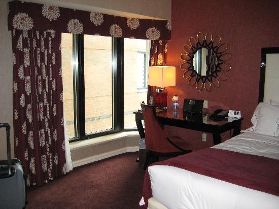 โรงแรมอินเตอร์คอนติเนนตัน มอนทรีออล: bed/desk