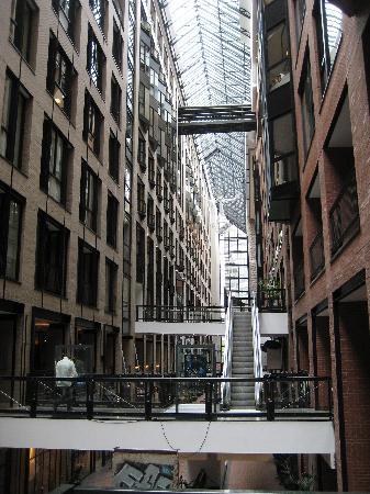 โรงแรมอินเตอร์คอนติเนนตัน มอนทรีออล: connection to another building