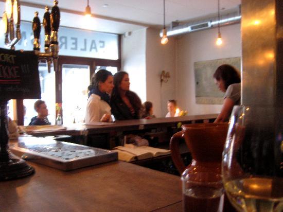 Falernum: busy bar area