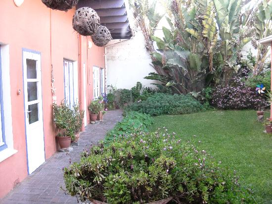 The Secret Garden Guesthouse: il giardino interno