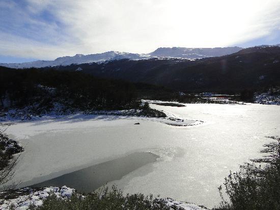 Parque Nacional Tierra del Fuego: Laguna negra congelada