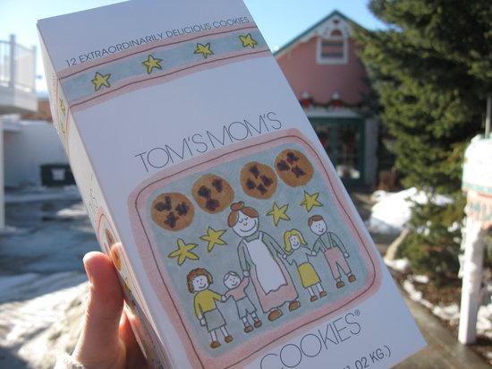 Tom's Mom's Cookies: take home a box of twelve - I DID!