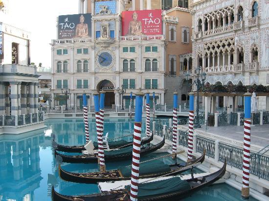 โรงแรมเวเนเชียน รีสอร์ท คาสิโน: Outside Venetian Resort Hotel
