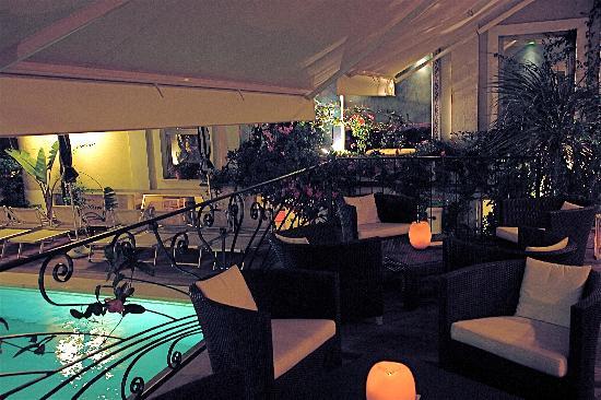 Hotel Luxor Beach: salotto sera