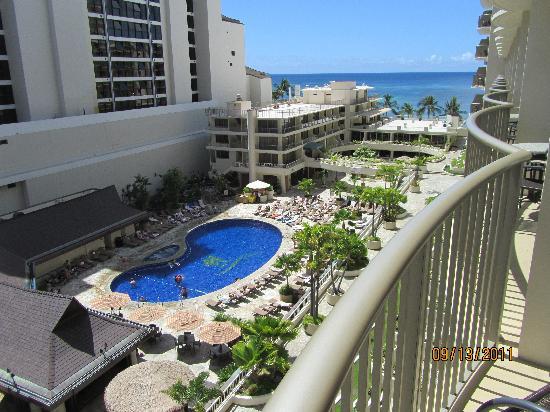 Outrigger Reef Waikiki Beach Resort: partial ocean view room
